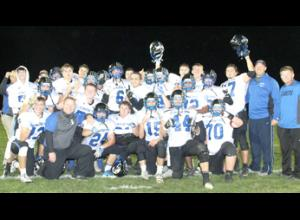 Crestwood varsity football team.